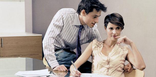 Romance en la oficina se vale for Videos porno caseros en la oficina